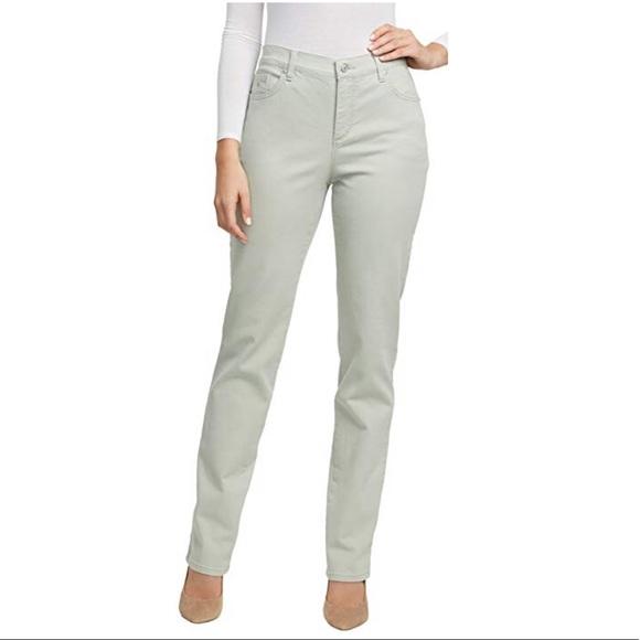 Gloria Vanderbilt Denim - New mint color slimming jeans 👖